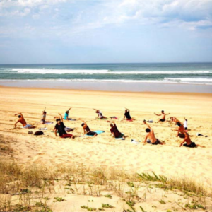 joga retreat ve francii a surfovani